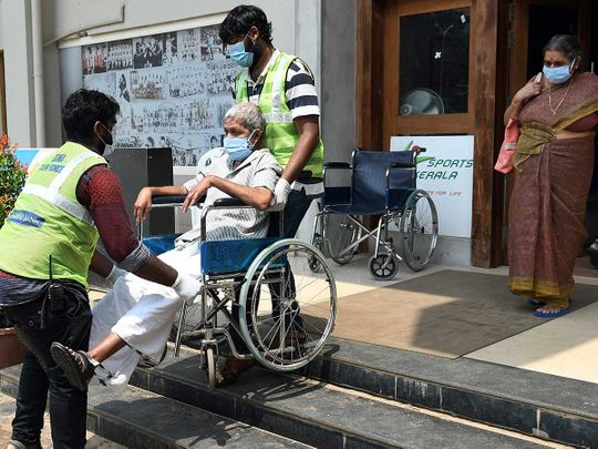 Kerala covid vaccine health workers