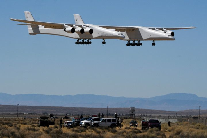 Copy of 2021-04-29T102058Z_703658606_RC2M5N99M9VX_RTRMADP_3_SPACE-EXPLORATION-STRATOLAUNCH-1619872764249