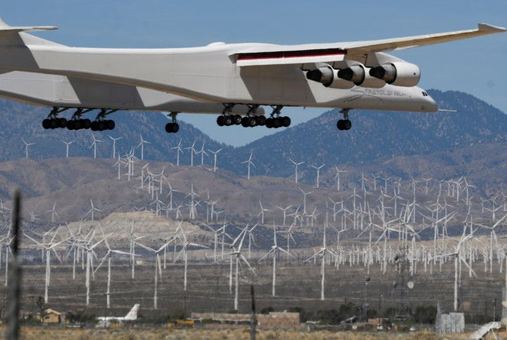 Copy of 2021-04-29T102112Z_837470568_RC2M5N9WJ0KA_RTRMADP_3_SPACE-EXPLORATION-STRATOLAUNCH-1619872768340