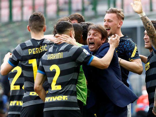 Inter celebrate against Hellas Verona