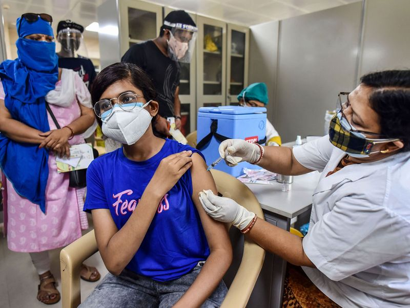 Prayagraj: A medical worker inoculates a young woman with a dose of the coronavirus vaccine atMoti Lal Nehru Medical College vaccination center during India's vaccination drive to 18 plus amid COVID-19 pandemic in Prayagraj, Wednesday, May 05, 2021.