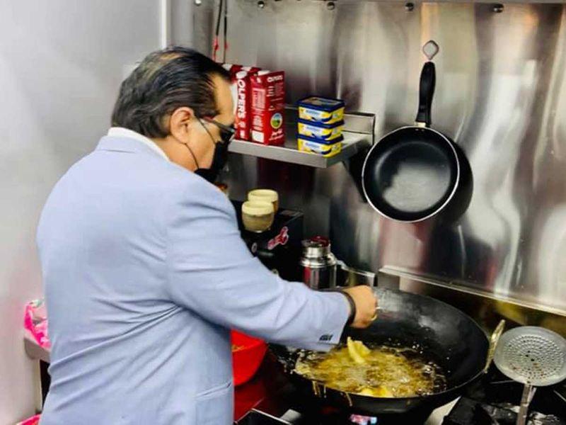Sindh Governor Imran Ismail restaurant on wheels karachi