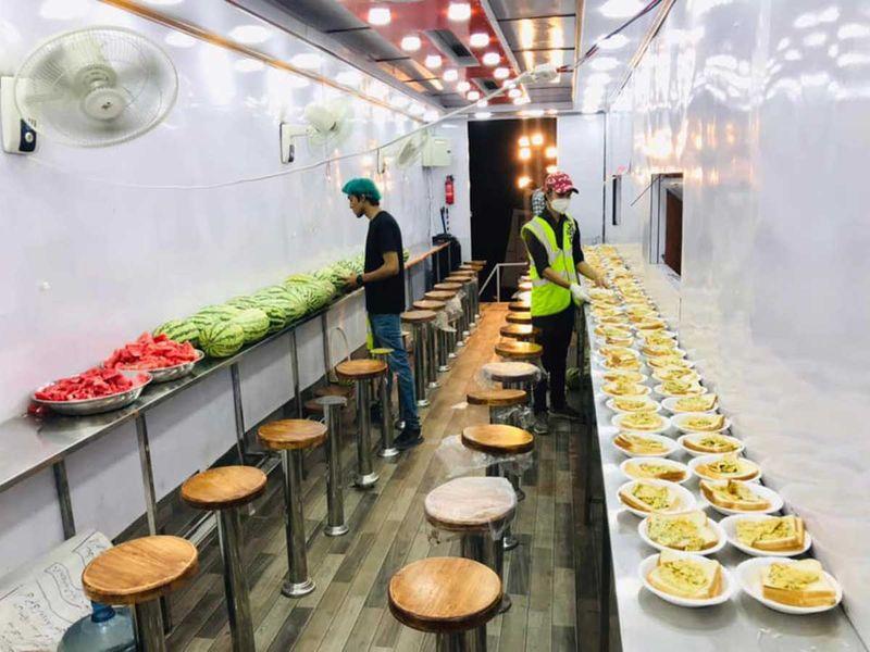 Sindh Governor inspects restaurant on wheels in Karachi
