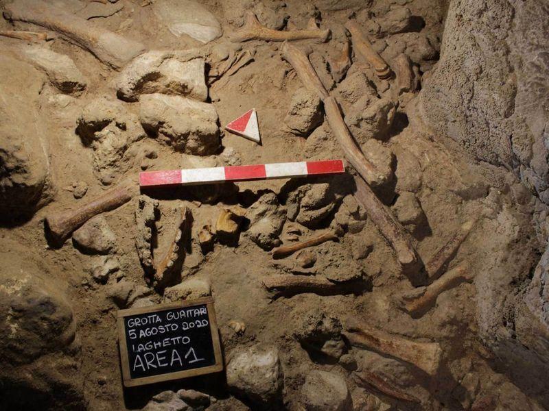 Copy of Italy_Neanderthals_71946.jpg-af225-1620556051656