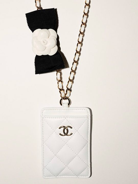 Chanel Card holder, white leather chain with a bow and a camellia