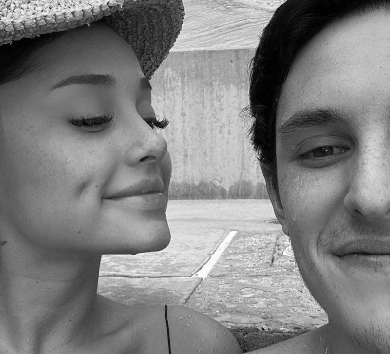 Ariana Grande weds Dalton Gomez