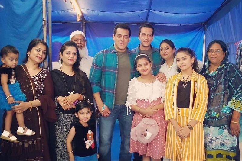 Salman Khan with Parvez Kazi's family