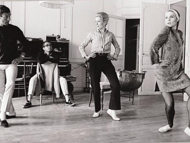 Michel Legrand with Catherine Deneuve and Françoise Dorléac in rehearsal for Les Demoiselles de Rochefort, 1966