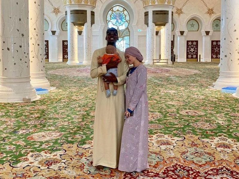 Paul Pogba at Abu Dhabi Grand Mosque with his family