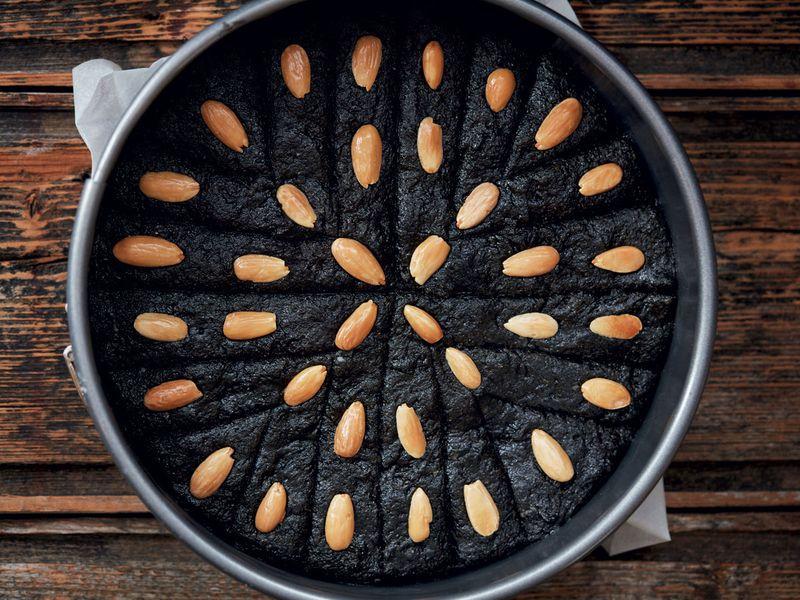 Black sesame cake (Auntie Samira's qizha)