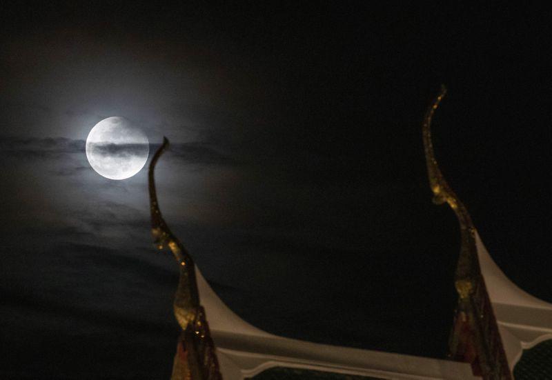 Copy of Lunar_Eclipse_Thailand_11123.jpg-dddff-1622044815346