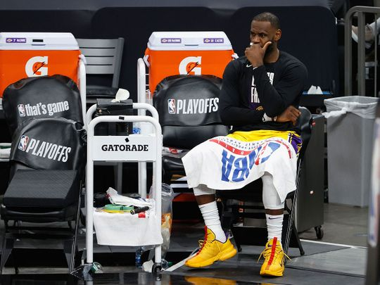 Le Bron James and the LA Lakers lost to the Phoenix Suns