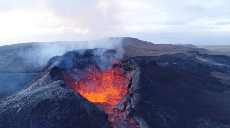 Copy of 2021-06-02T133515Z_925477660_RC2DSN9T5T8C_RTRMADP_3_ICELAND-VOLCANO-1622707193607