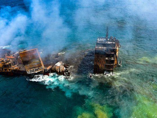 lanka fire ship oil spill