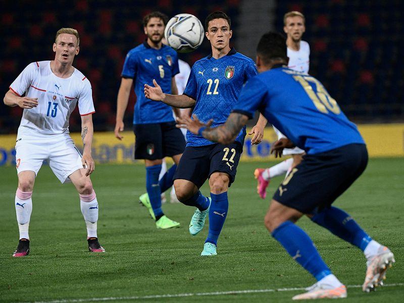 Italy's forward Giacomo Raspadori