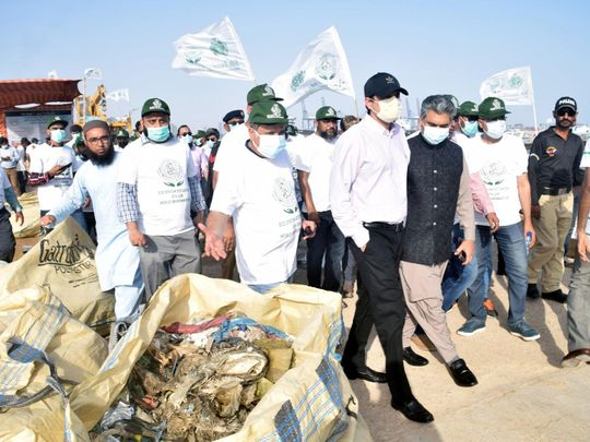 Sindh Law and Environment, Barrister Murtaza Wahab, along with other senior officials, inspects garbage collected from Arabian Sea along Karachi's coastline.