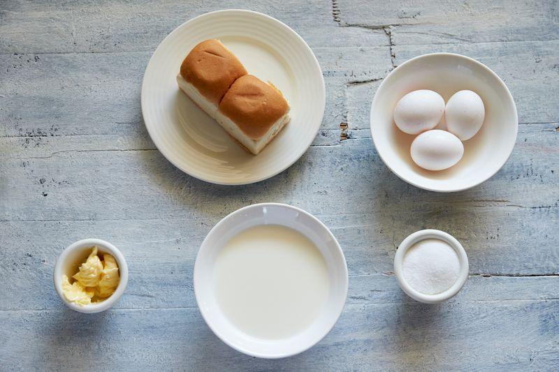 Ingredients to make scrambled eggs