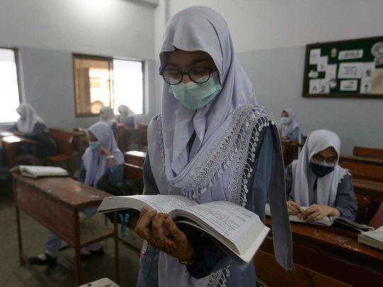 Pakistan karachi school covid mask