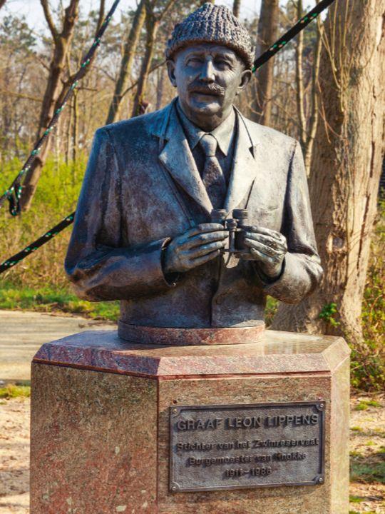 Bust of Count Léon Lippens