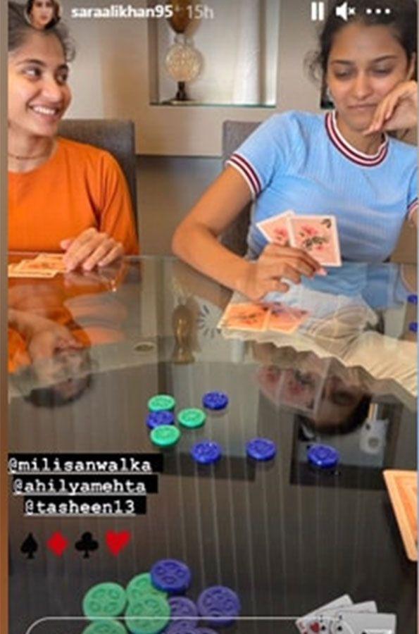 Sara Ali Khan friends playing card