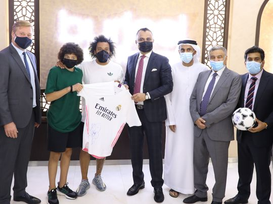 Acclaimed Brazilian footballer and Real Madrid super defender Marcelo Vieria gifing jersy to Dr Shajir Gaffar, CEO of VPS Healthcare.