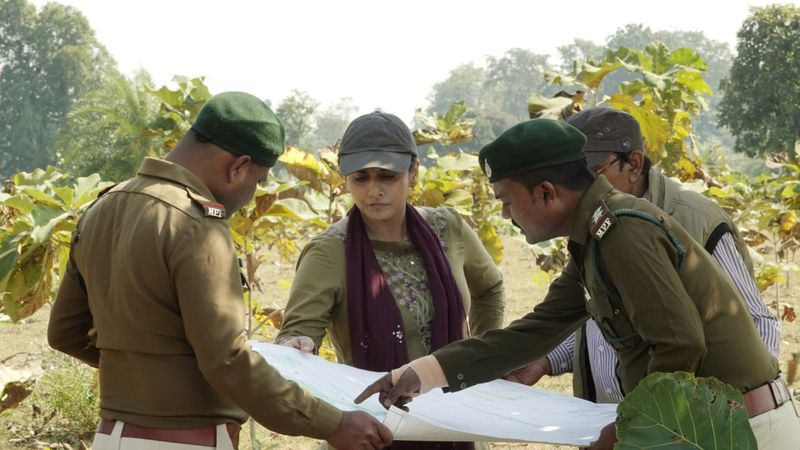 Vidya Balan with forest officers in the film (2)-1623834320500