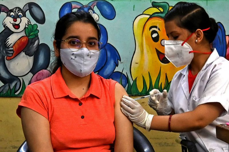 India begins inoculating all adults with free shots