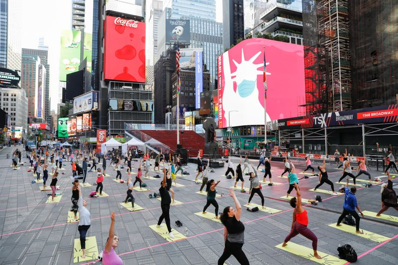 Copy of 2021-06-20T115640Z_1114104145_RC2B4O902ZY5_RTRMADP_3_YOGA-DAY-NEW-YORK-1624265741378