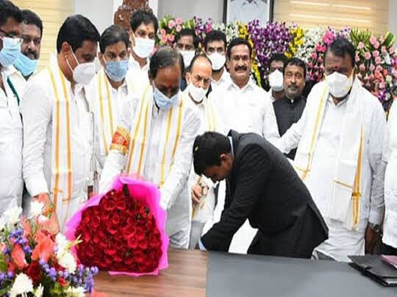 Top bureaucrat in India draws ire for touching Telangana chief minister's feet