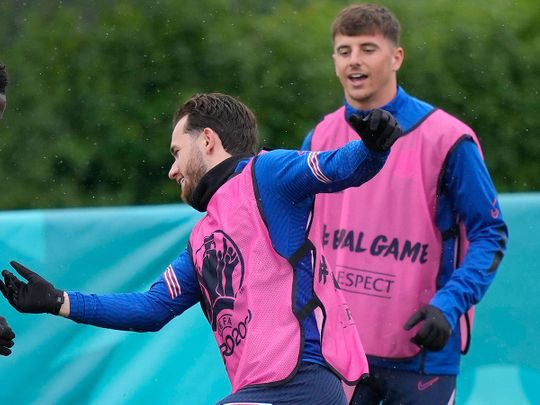 England's Mason Mount, right, and England's Ben Chilwell