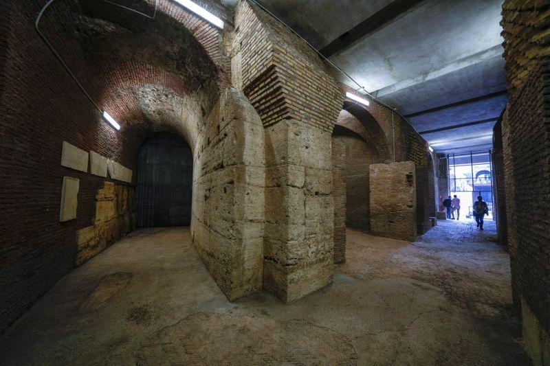 Copy of Italy_Art_Colosseum_Underground_23024.jpg-e68dd-1624716751700