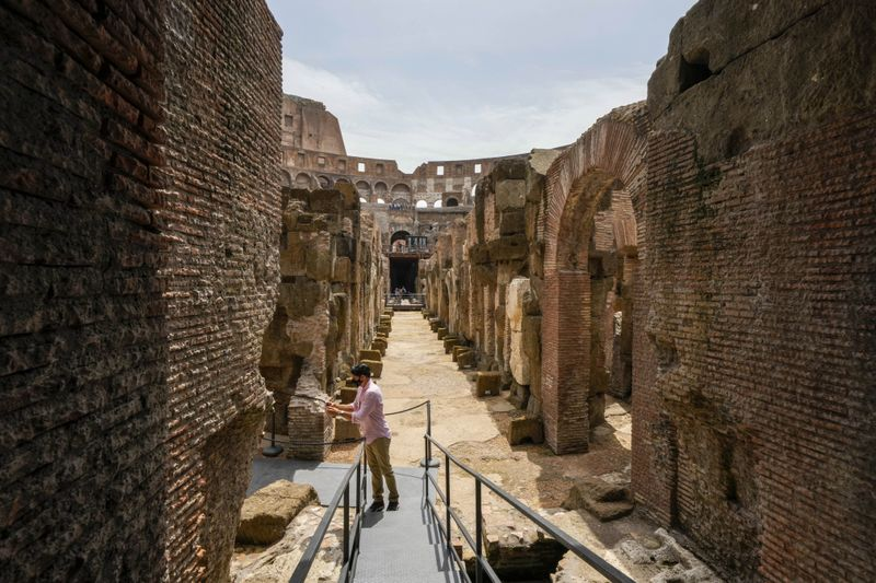 Copy of Italy_Art_Colosseum_Underground_37923.jpg-709f1-1624716763456