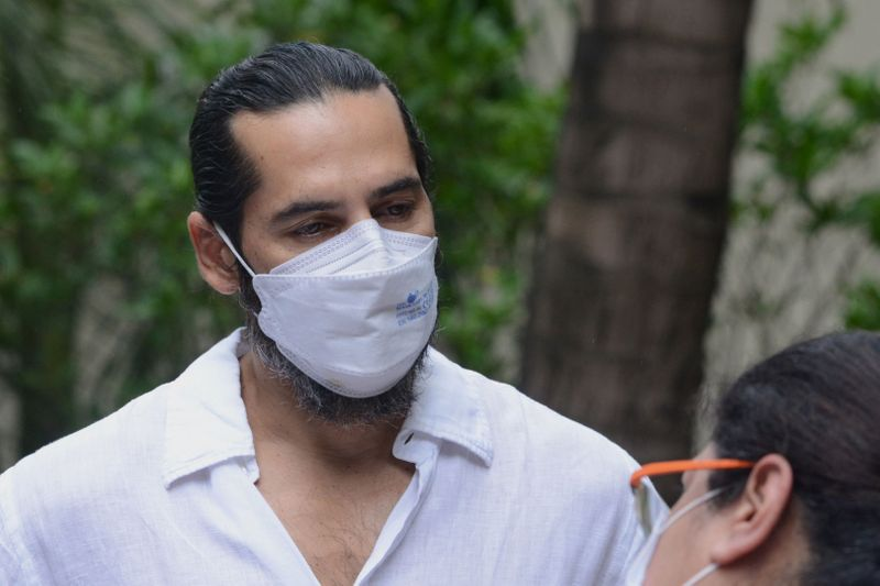 Bollywood actor Dino Morea attends the funeral of late Bollywood film director and producer Raj Kaushal in Mumbai on June 301. (Photo by Sujit Jaiswal / AFP)
