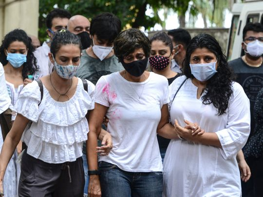 Bollywood actress Mandira Bedi (C) attends the funeral of her husband and Bollywood film director and producer Raj Kaushal in Mumbai on June 30, 2021. (Photo by Sujit Jaiswal / AFP)