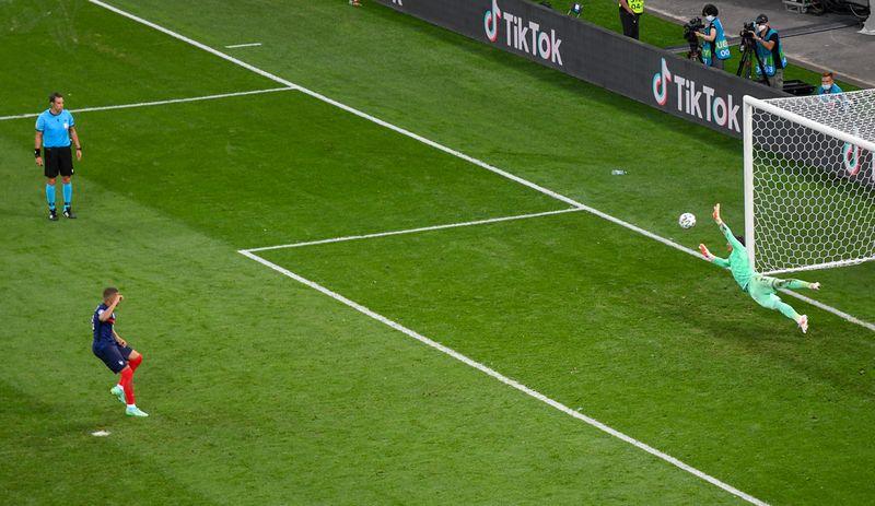 Mbappe_Penalty 3
