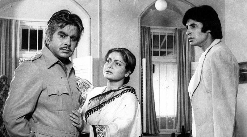 Dilip Kumar with Rakhee and Amitabh Bachchan in 'Shakti'