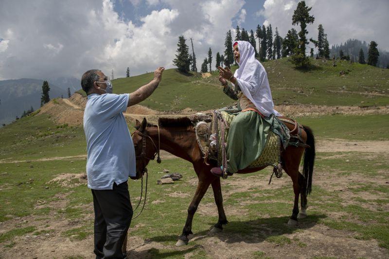 Copy of APTOPIX_Virus_Outbreak_Kashmir_Photo_Gallery_53318.jpg-aff9b-1625919929485