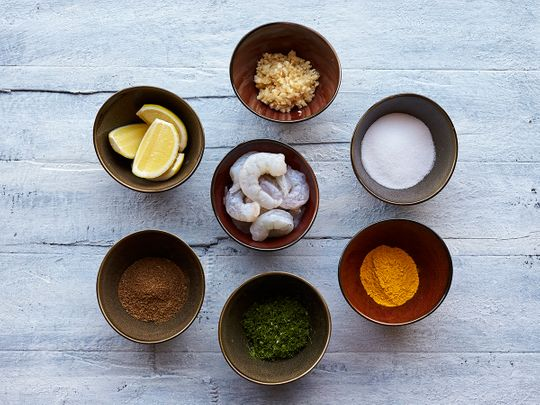 Ingredients to prepare prawns