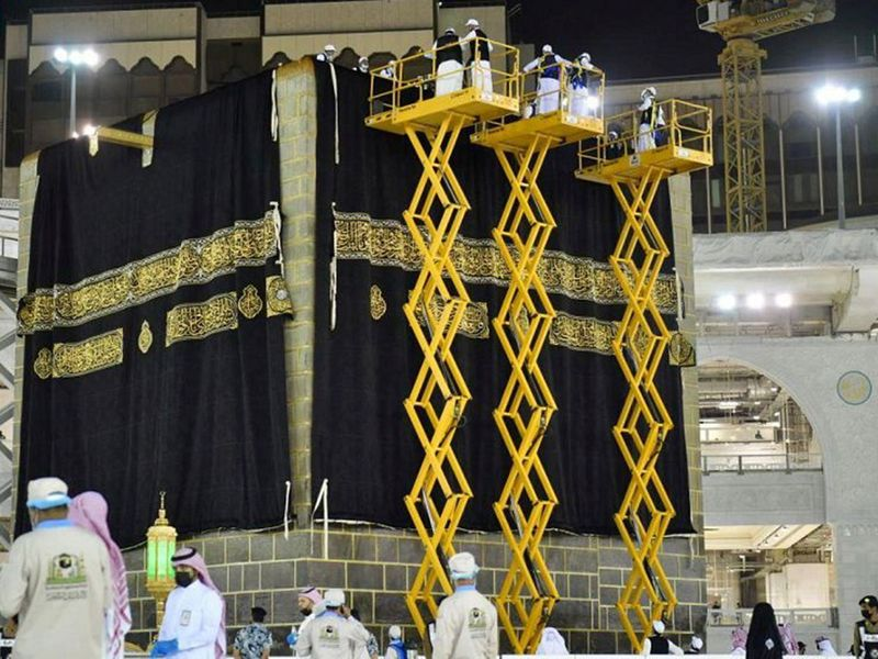 Officials replace the new covering cloth of the holy Kaaba (Kiswa) during the annual Haj pilgrimage, in the holy city of Mecca.