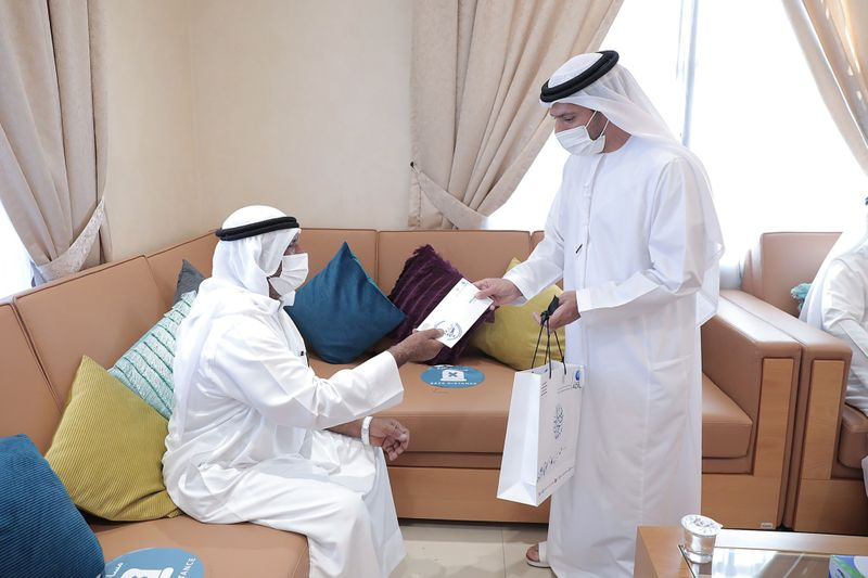 The Ministry is distributing Eid gifts to senior citizens-1626680147564