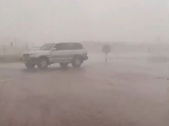 Heavy rain and strong winds in Al Ain