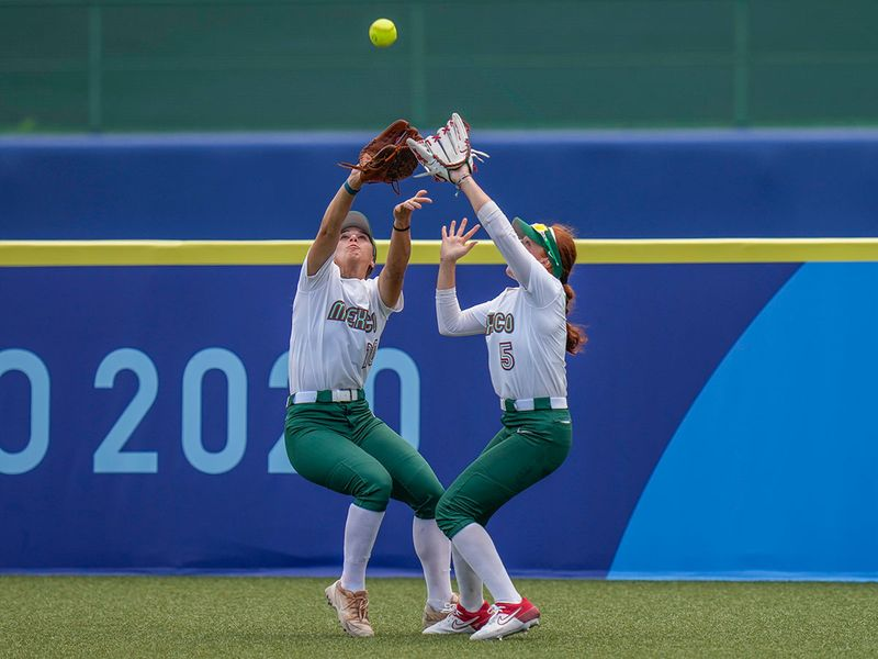 Mexico's Nicole Rangel, left, and Suzannah Brookshire collide as they attempt to take a catch during the softball game against Japan