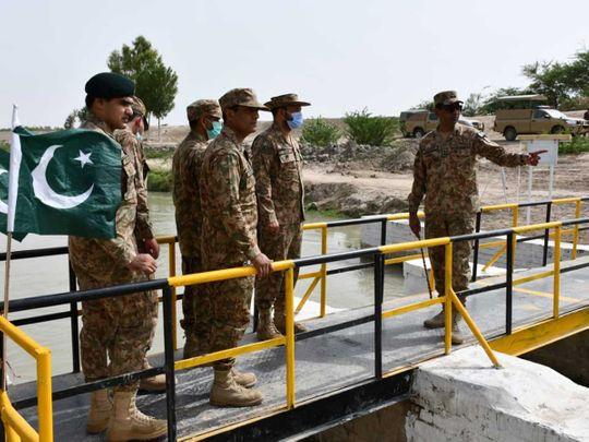 pakistan army officers bridge indus river