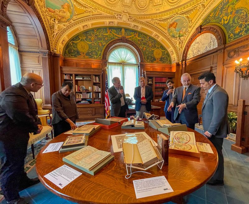 Sharjah publishing officials tour world's largest library in America