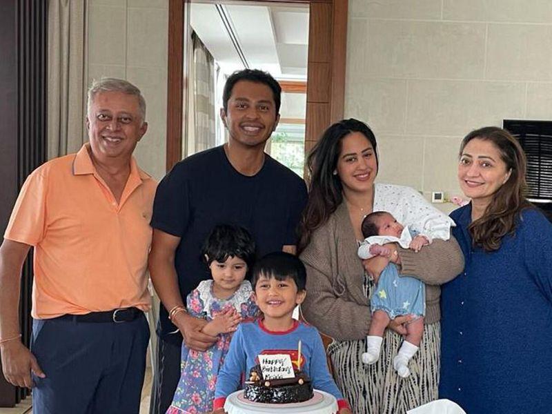 Yogesh Mehta with his family: son Rohan, daughter in law Roshni, wife Falguni and grandchildren.