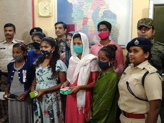 Jharkhand schoolchildren electronic gadgets Gumla