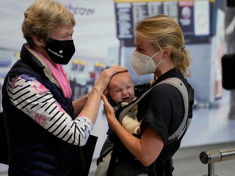 hEATHROW airport england arrival covid