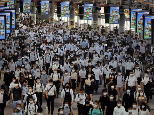 Japan commuters mask covid