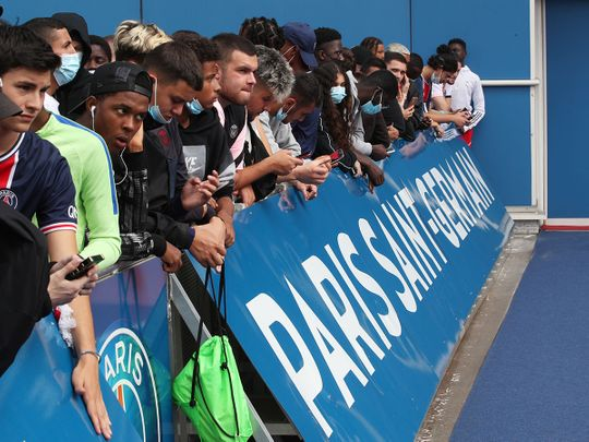 PSG fans await the arrival of Lionel Messi in Paris