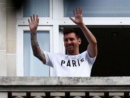 Lionel Messi waves to fans in Paris